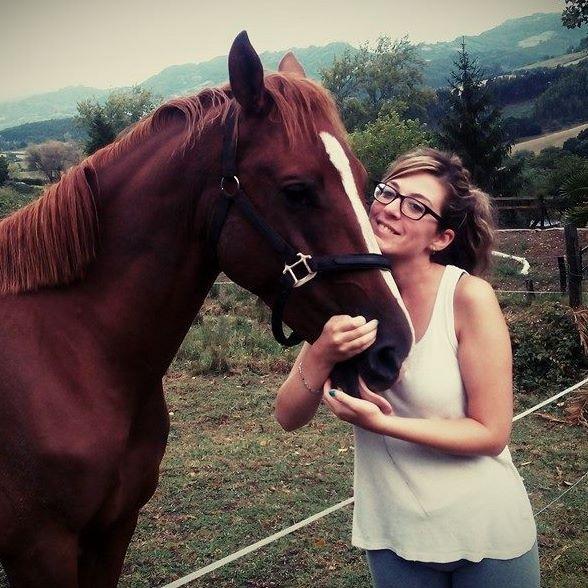 Irene Aparicio Estrada junto con su caballo Tango en el año 2013.